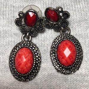 Jewelry - Women's red stone studded earrings